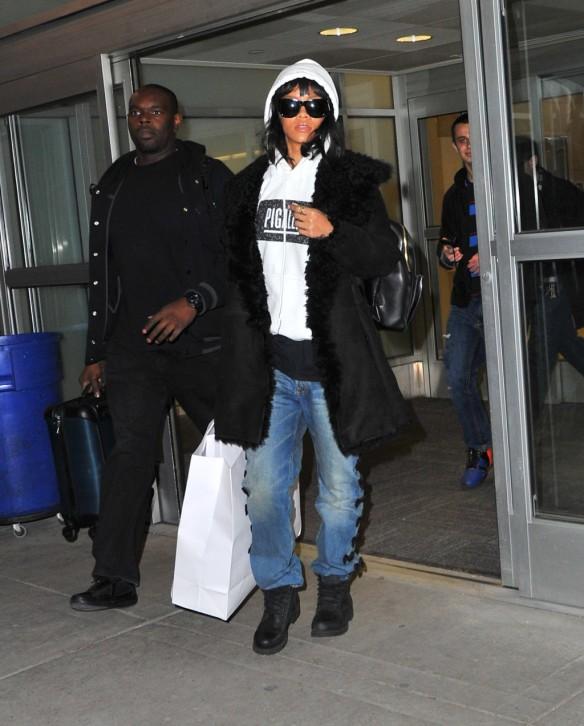 Rihanna Dressed-Down As She Lands at JFK