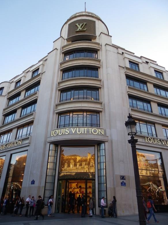 Boutique_Louis_Vuitton_au_101_avenue_des_Champs-Elysées_à_Paris